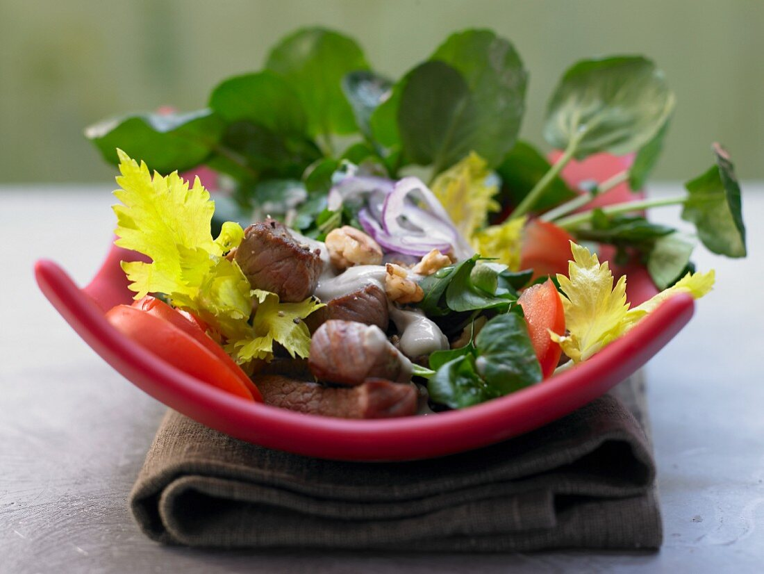 Watercress salad with beef strips and blue cheese