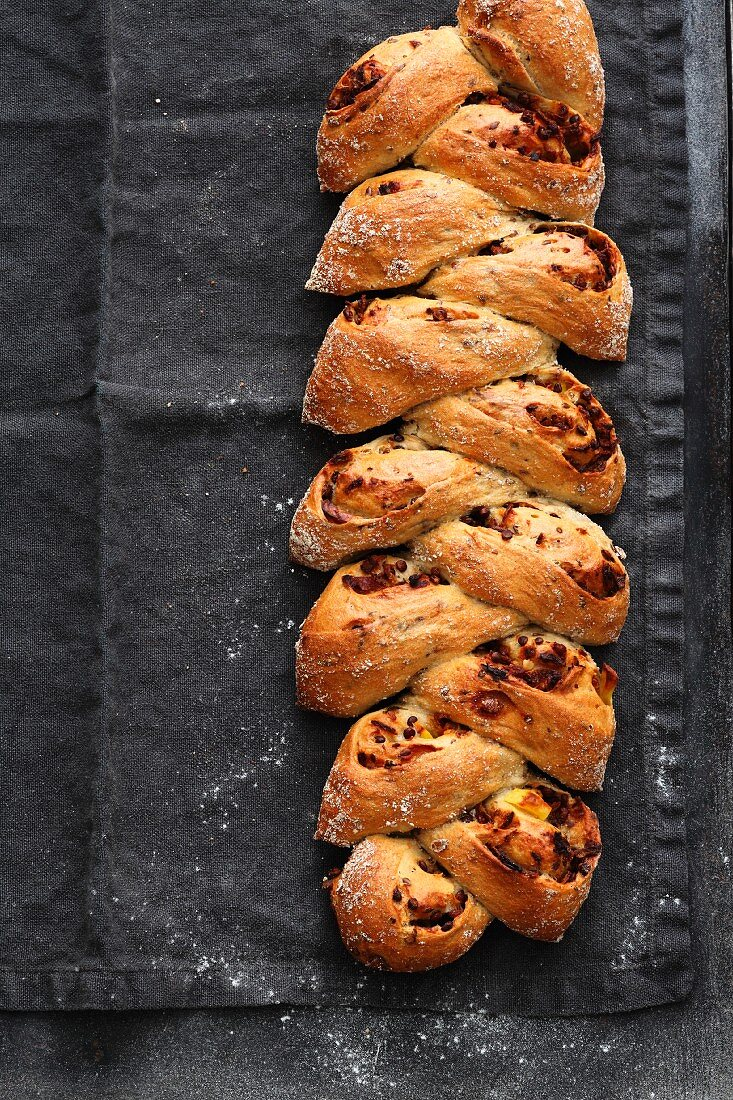Plaited bread with lentils, bacon and beer