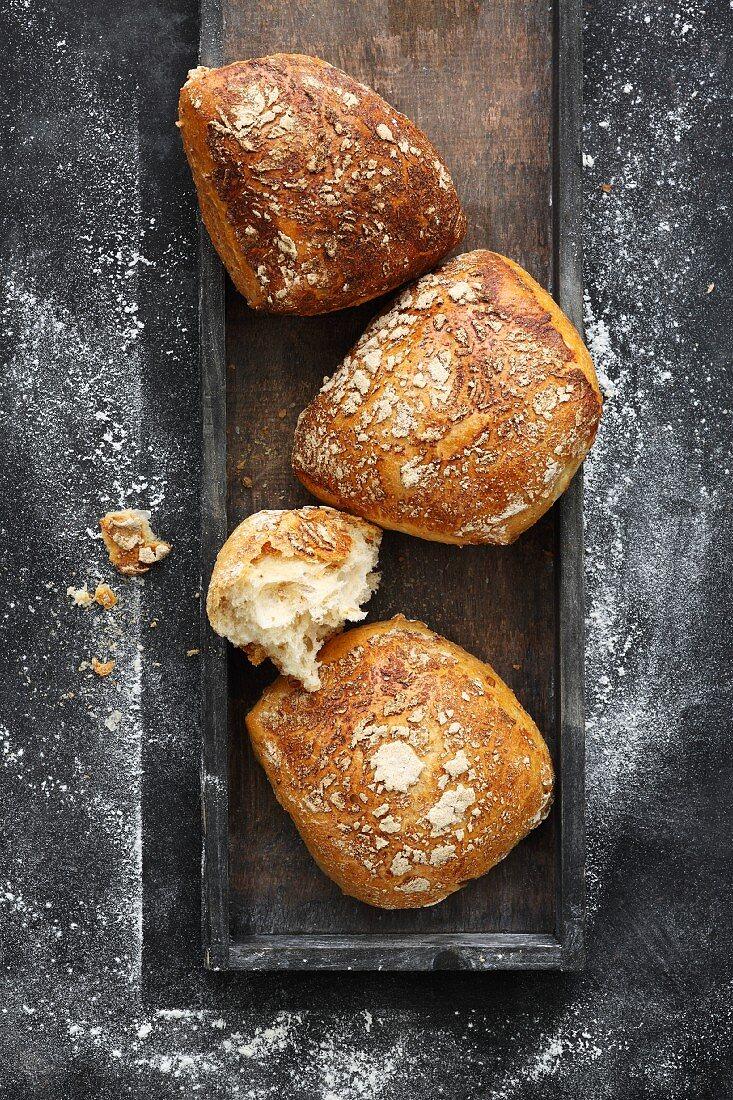 Malt kernel bread rolls