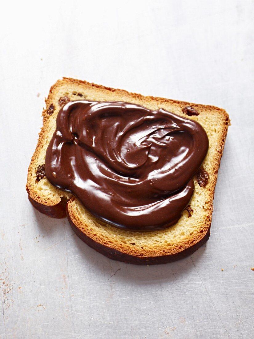Nutella auf Kuchenscheibe