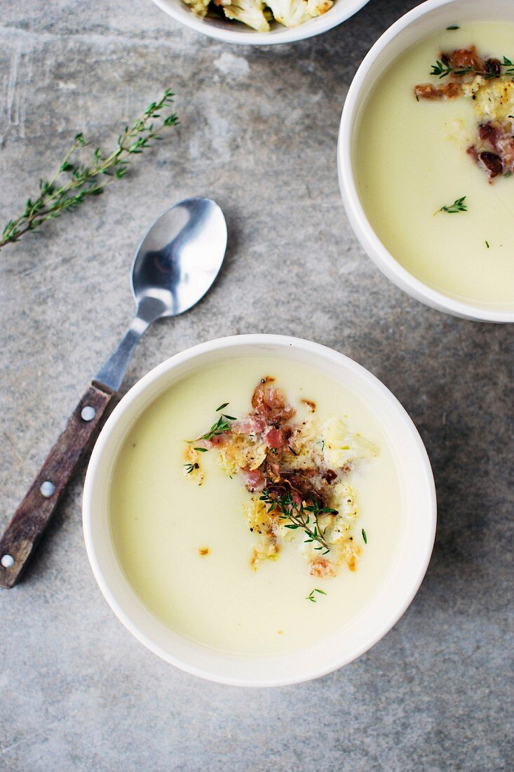 Cauliflower soup with bacon and thyme