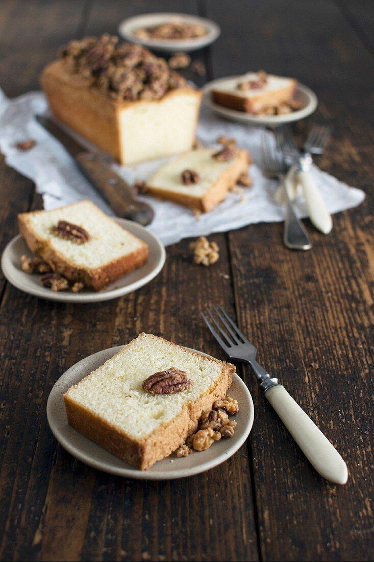 Vanillekuchen mit karamellisierten Nüssen