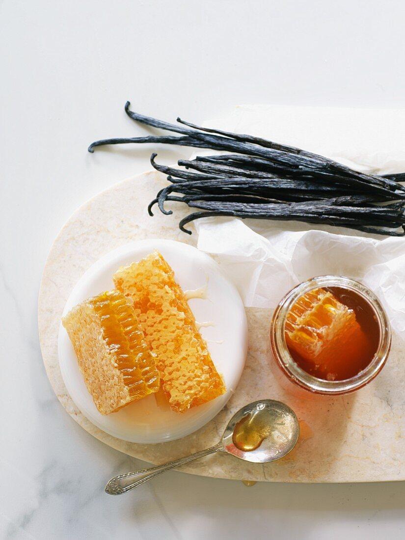 Vanilla pods and honeycomb