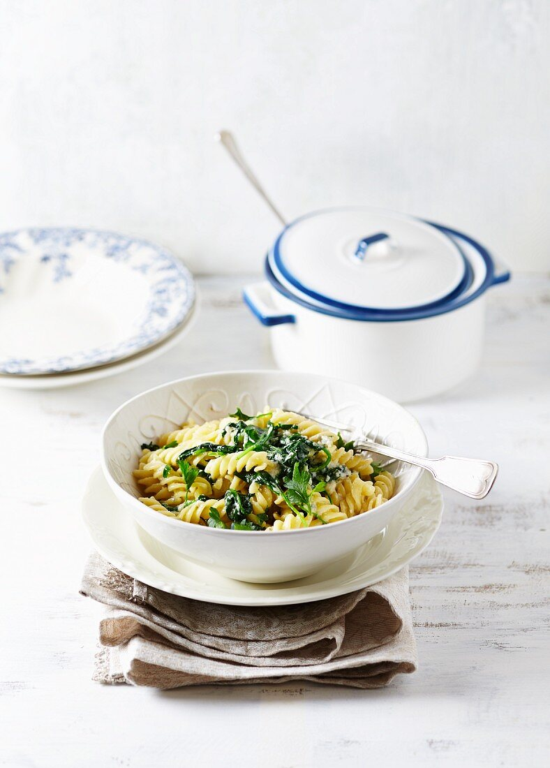 Pasta with spinach, parsley and creamy gorgonzola white wine sauce