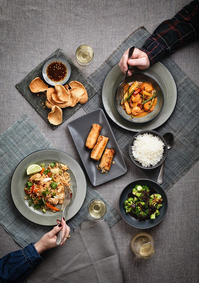 Spring rolls, prawns, fried rice, broccoli and crackers with dip (China)