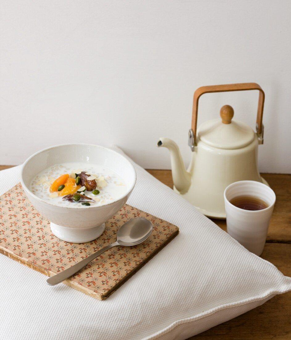 Egyptian porridge with tea