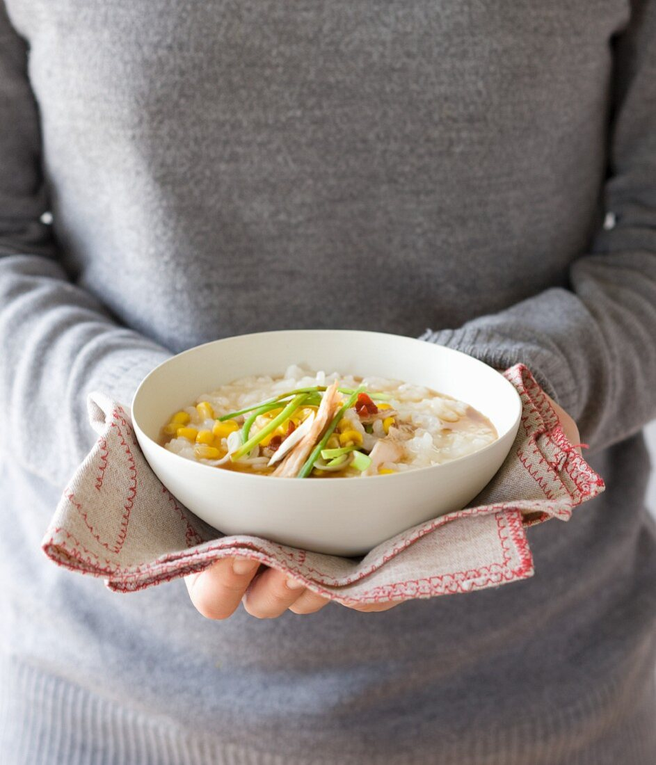 Savoury porridge with sweetcorn and vegetables