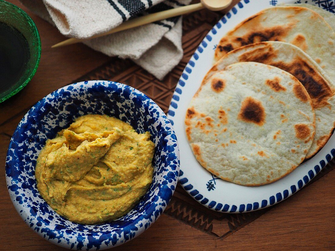 Creamy hummus and Arabic bread