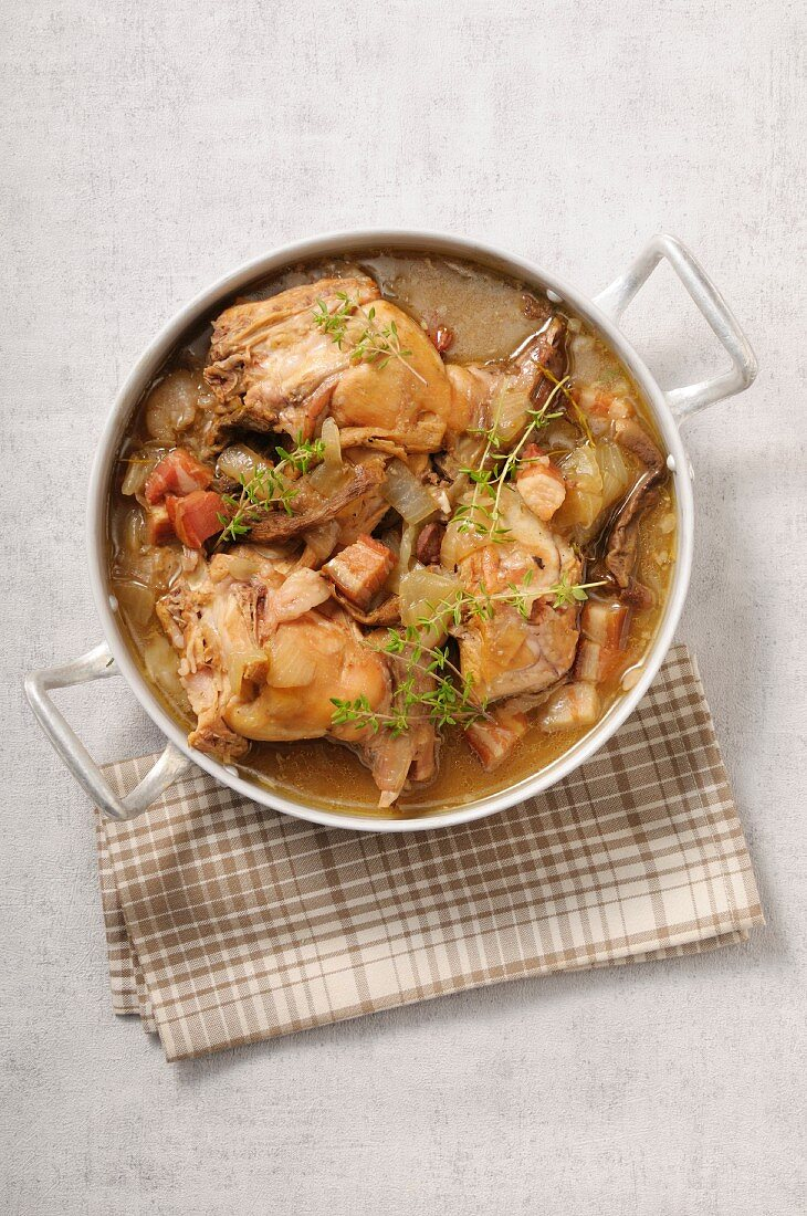 Rabbit ragout in a pot