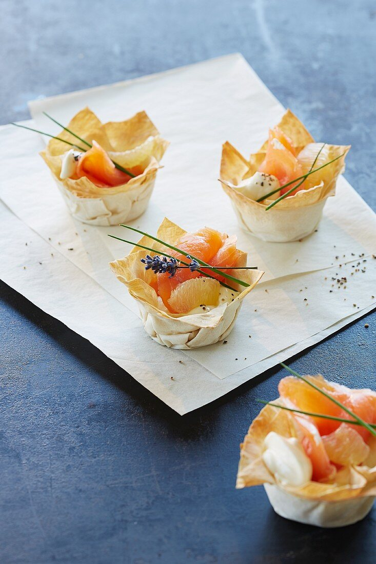 Filo pastry baskets with salmon and grapefruit