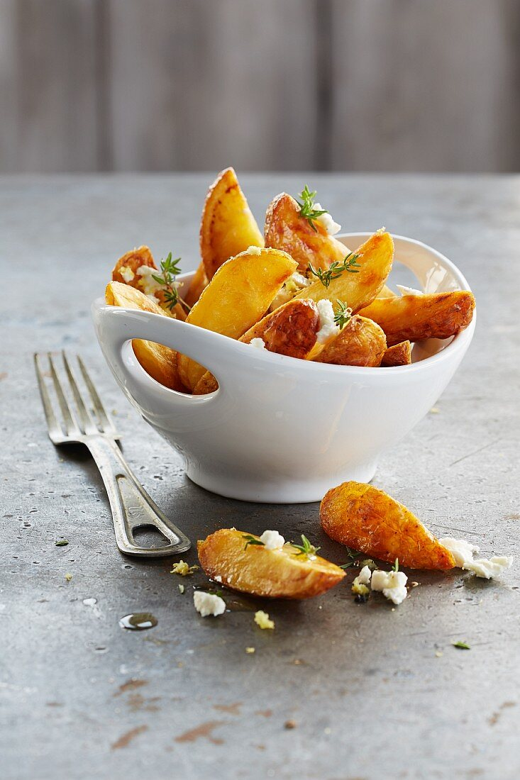 Potato wedges with feta and thyme