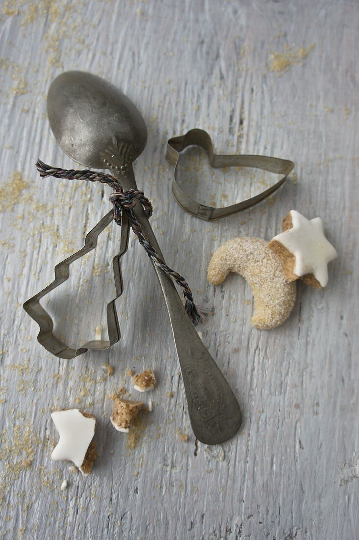 An old spoon, cookie cutters, vanilla biscuits and cinnamon stars