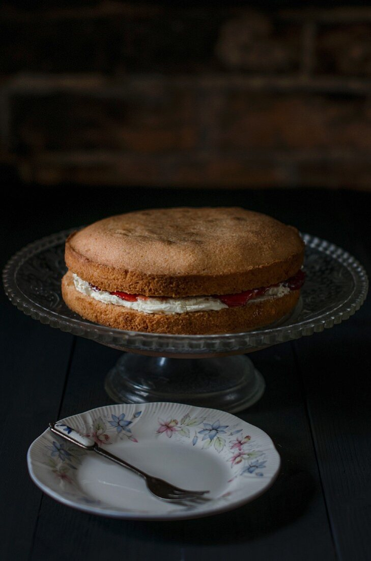 Victoria Sponge Cake (biscuit cake with buttercream and jam, England)