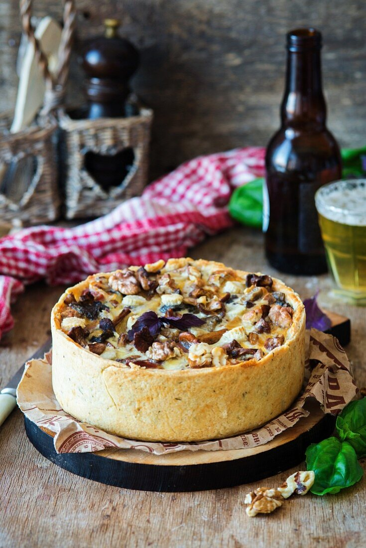 Tart with bacon and mushrooms