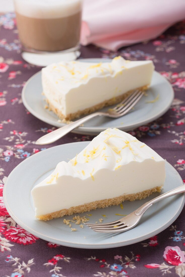 Fresh cheesecake with jelly and a biscuit base