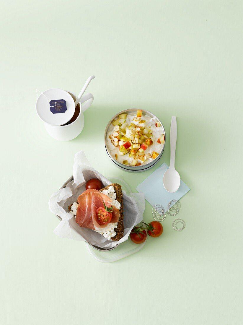 Ham on bread, fruit quark and tea