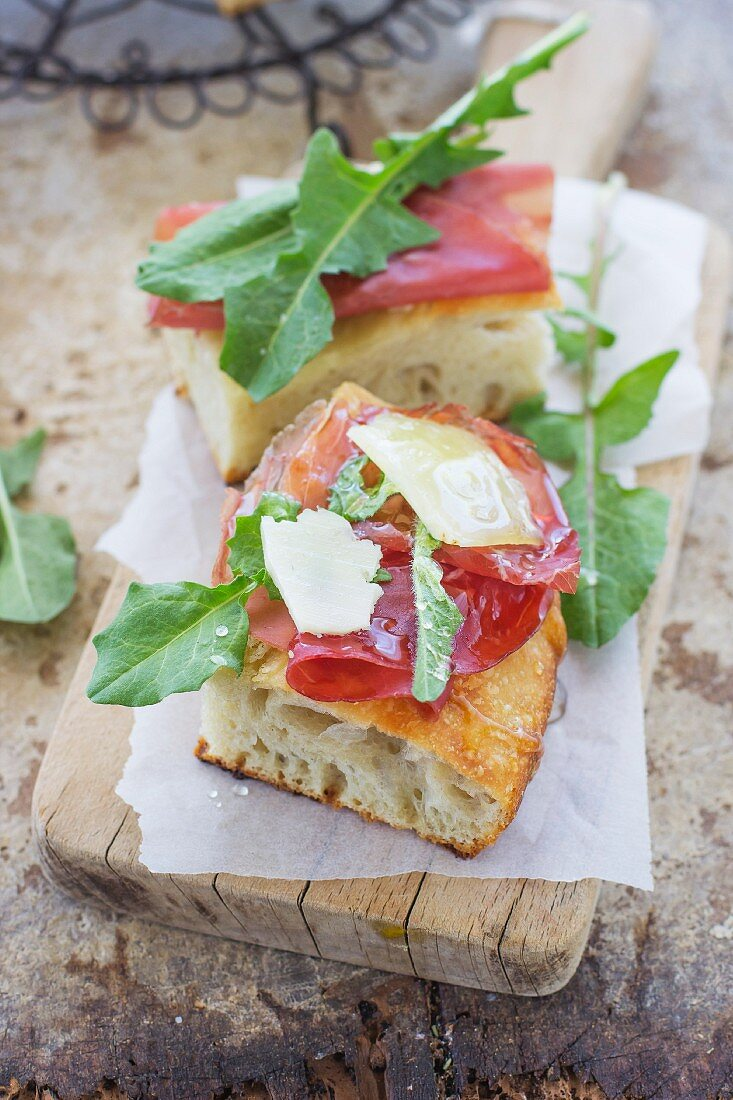 Pizza with bresaola honey and cheese