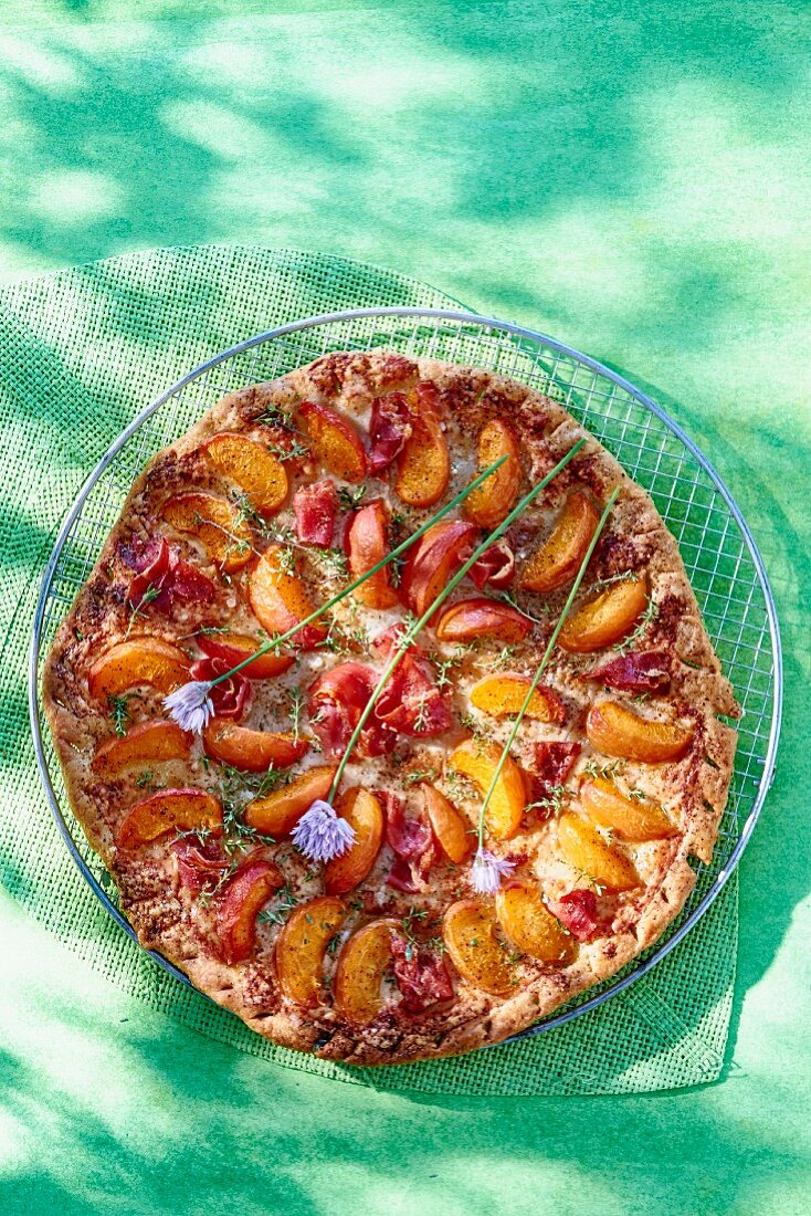 Summer fruit 'pizza' with apricots, ham and parmesan