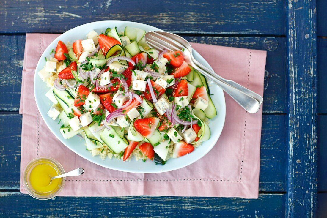 Couscous and zucchini salad with strawberries and blue cheese