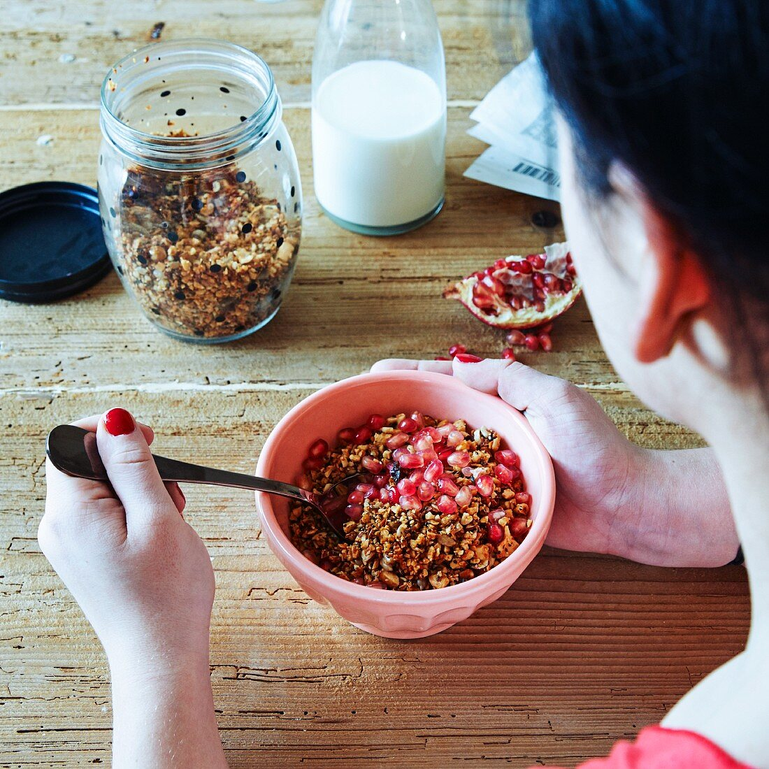 Grain-free nut muesli with pomegranate seeds