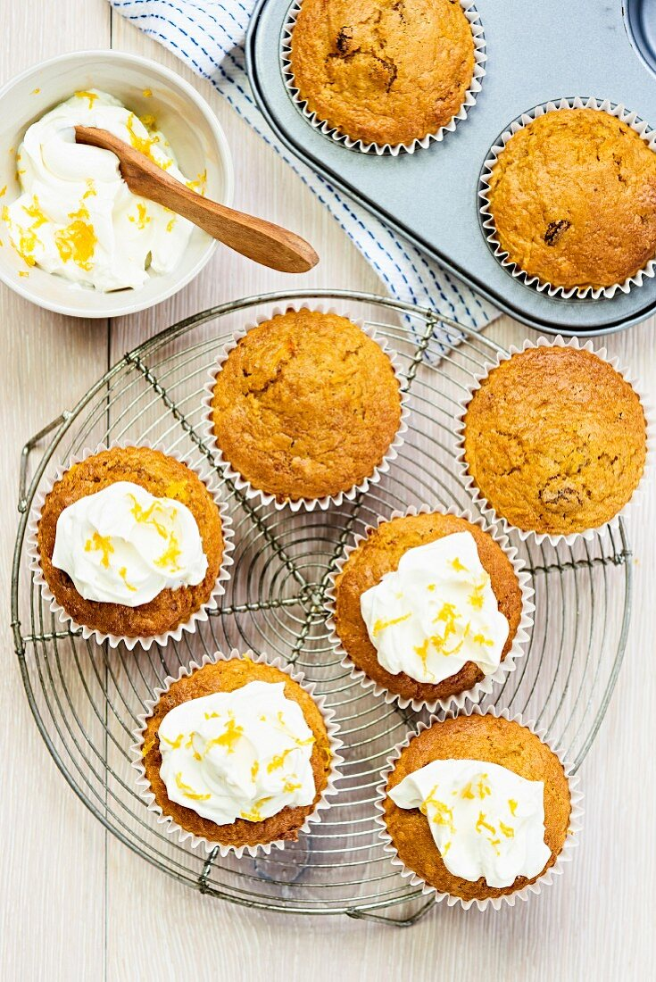 Carrot muffins with fresh cream cheese