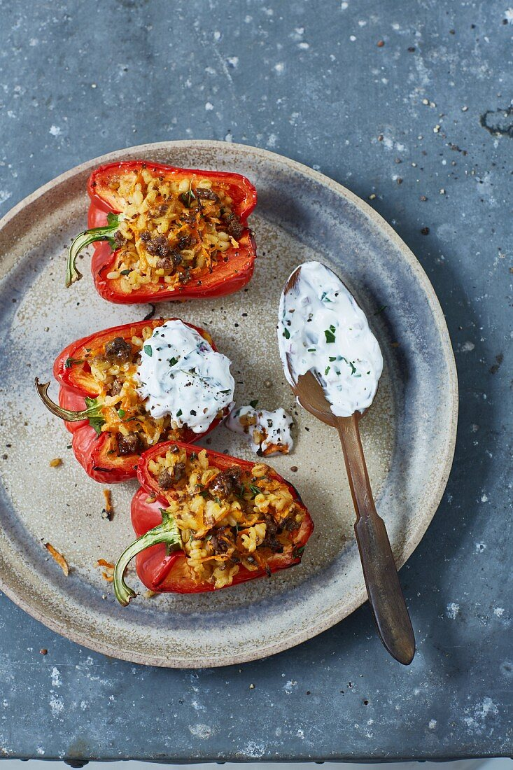 Stuffed red peppers with herb quark