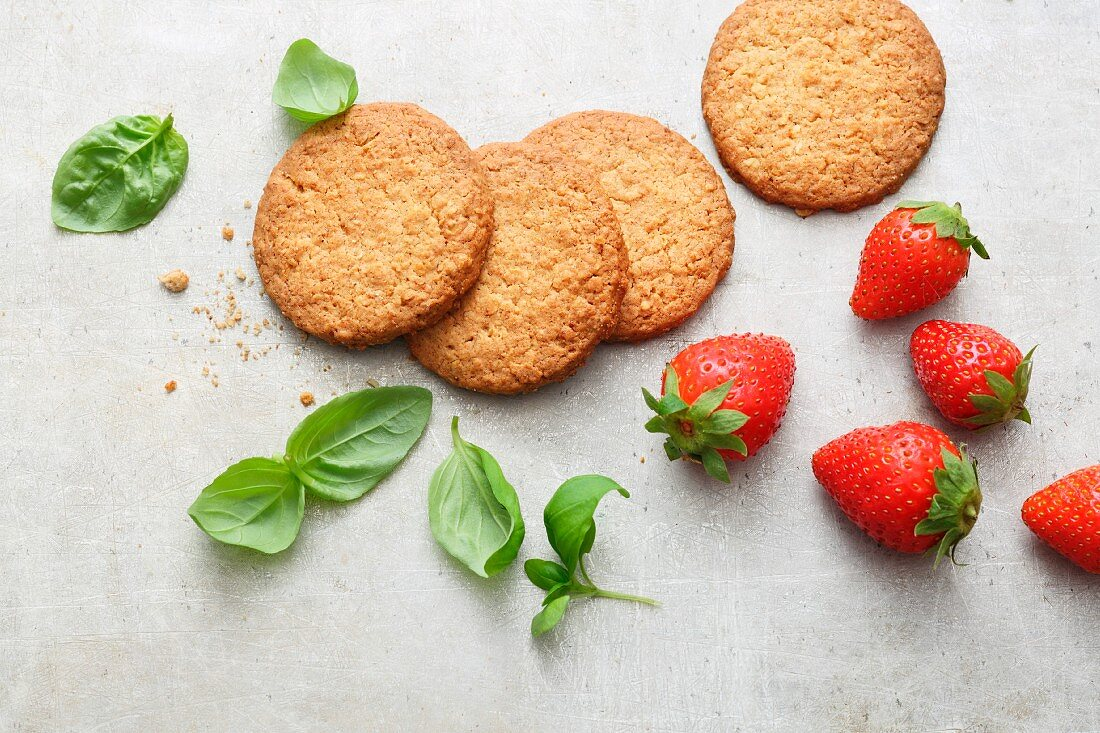 Oat biscuits, strawberries and basil