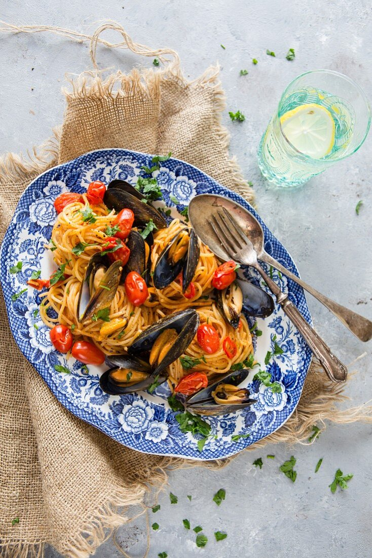 Spaghetti vongole with cherry tomatoes