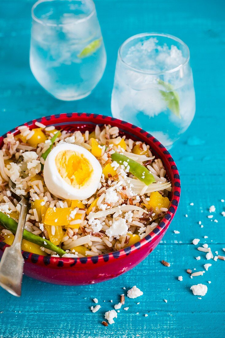 Rice salad with yellow pepper and egg