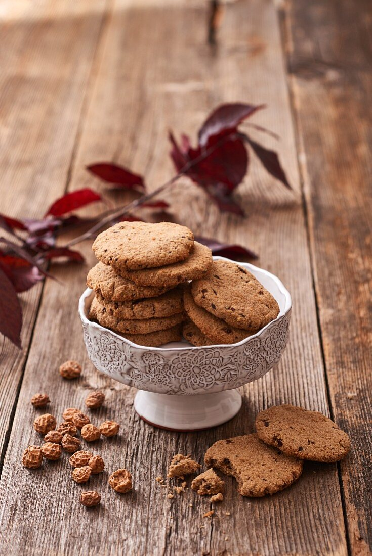 Tiger nut cookies with cacao nibs