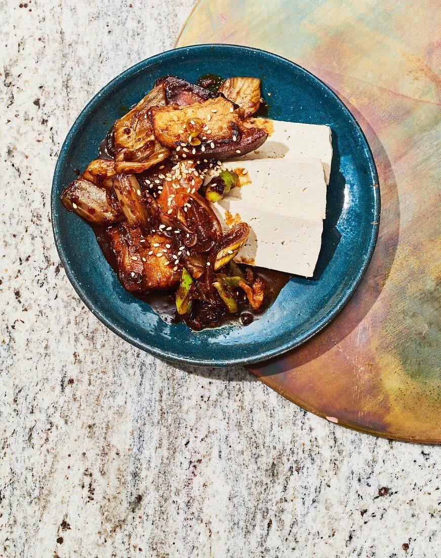 Kimsambok - Gebratenes Kimchi mit Tofu und Schweinebauch aus Korea