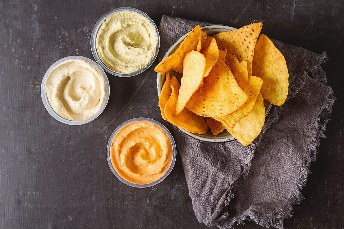 Vegetarian snack with dips and flatbread