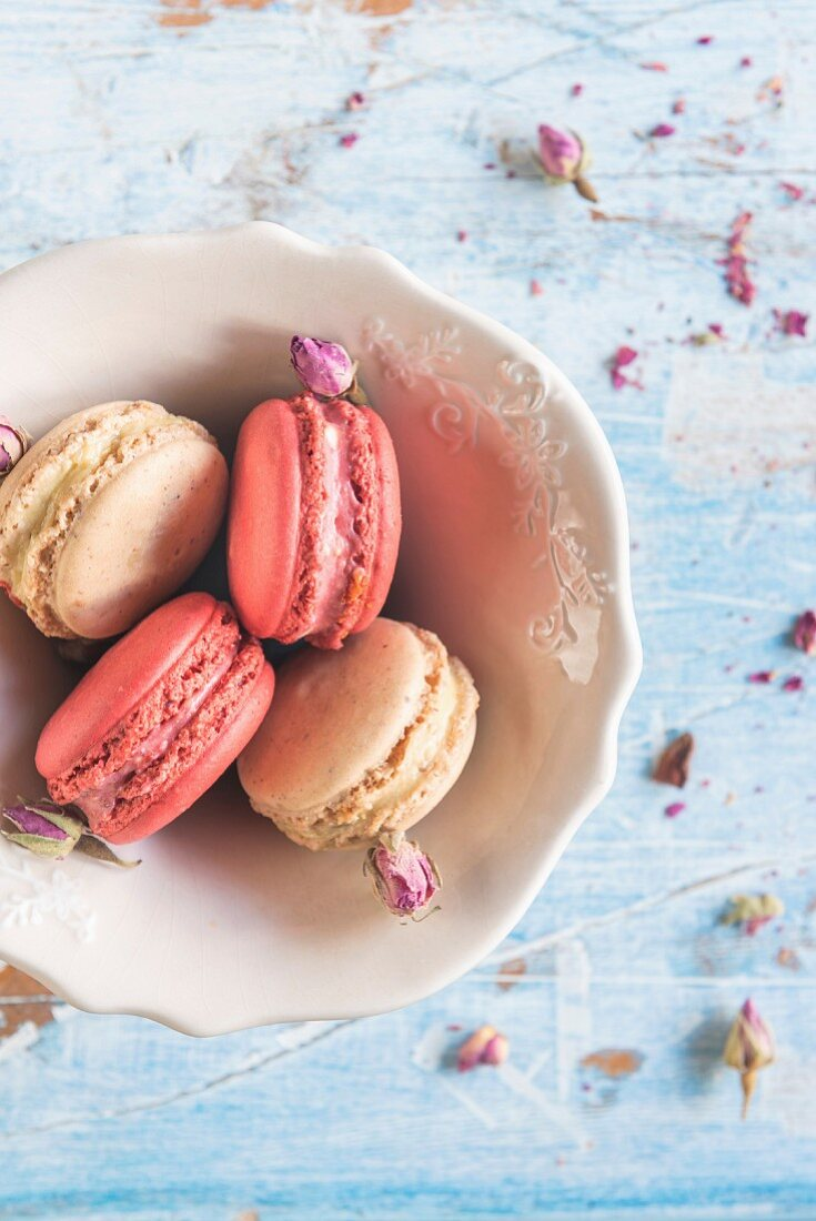 Sweet colorful macaroons in the bowl