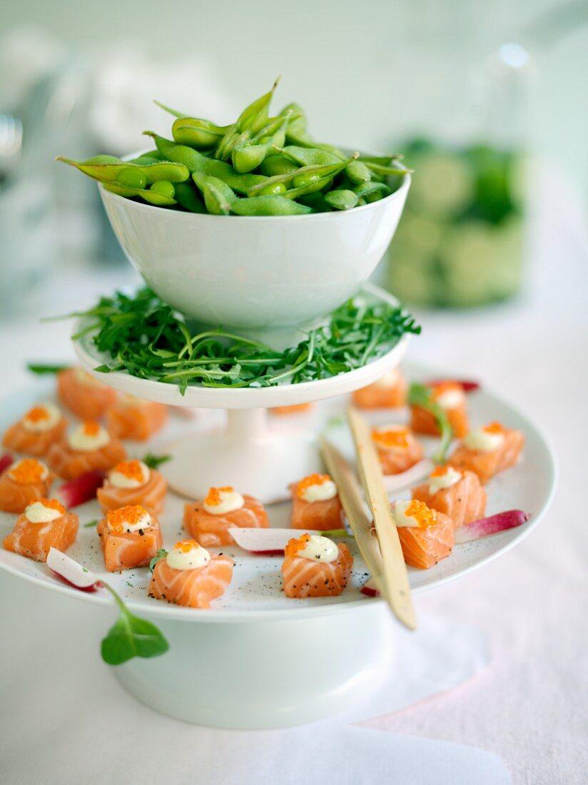 Salmon cubes with wasabi cream