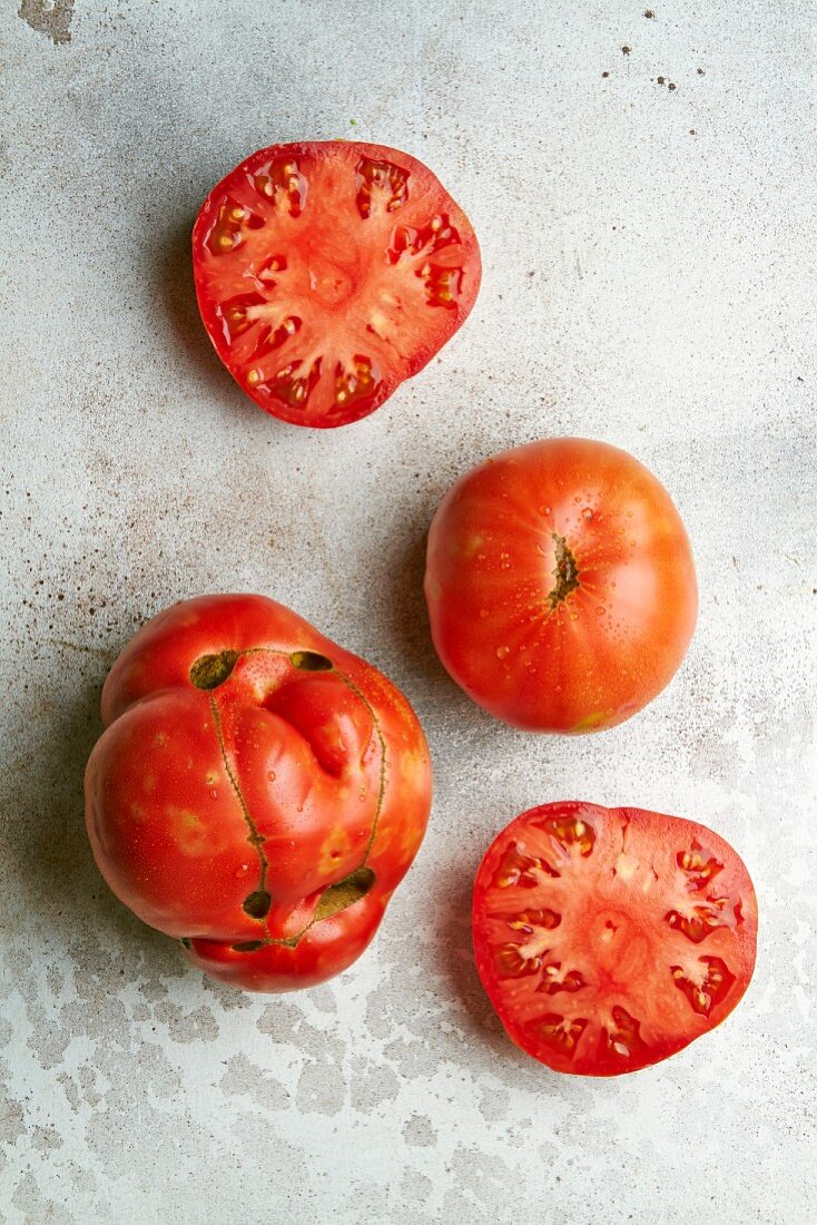 Tomatoes from biologically dynamic agriculture (top view)