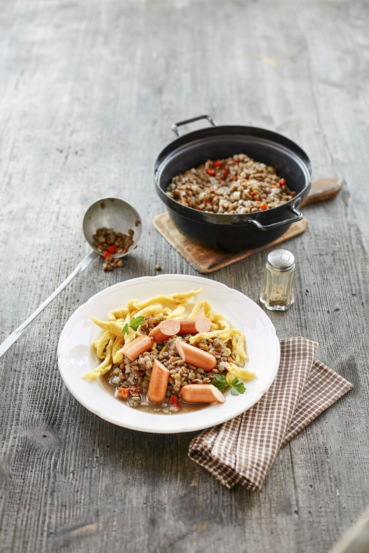 Lentils with cheese noodles and sausages