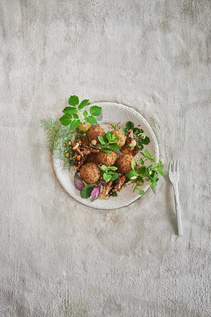 Mealworm balls and crunchy grasshoppers