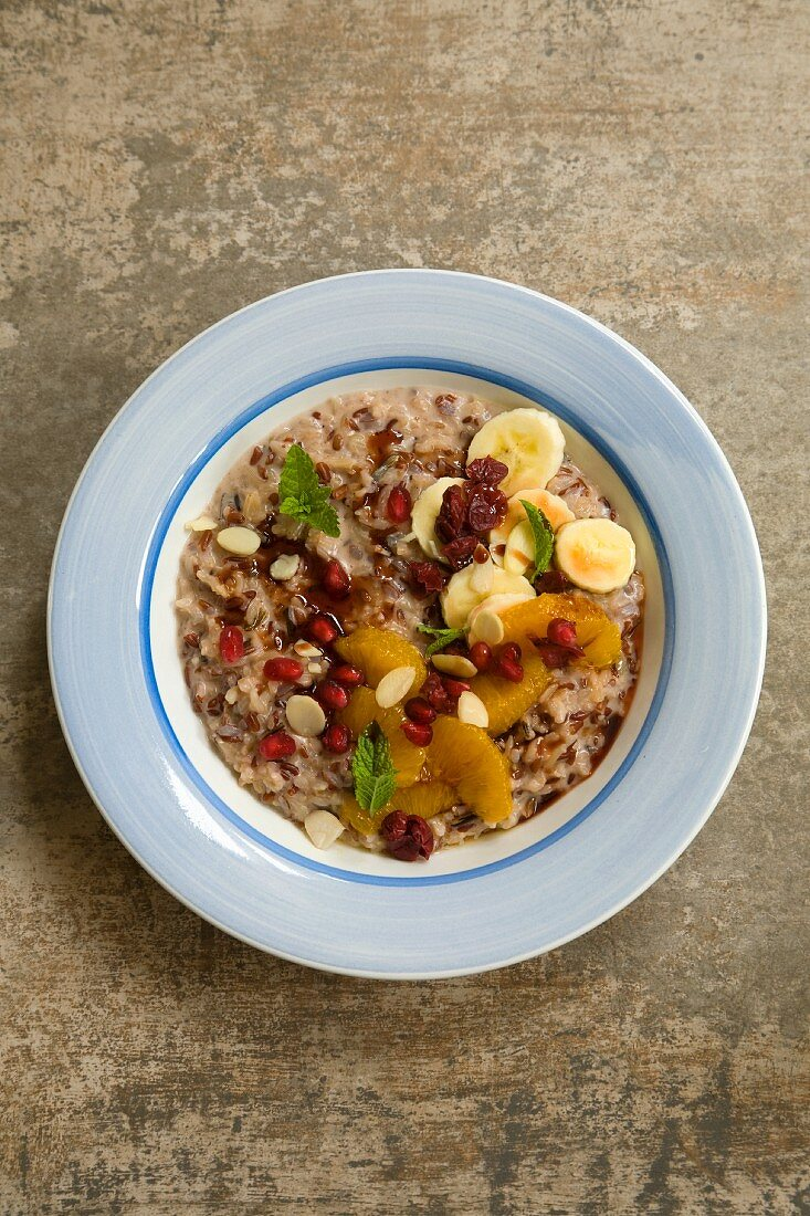 Rice pudding with fresh fruit