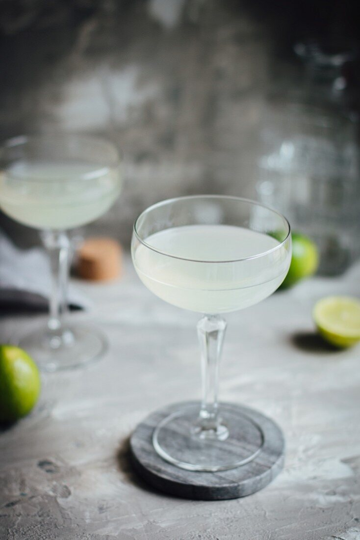 A cocktail with gin, lime and sugar syrup