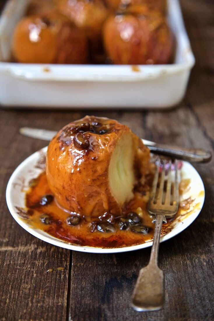 Baked apples with caramel sauce, cinnamon and raisins
