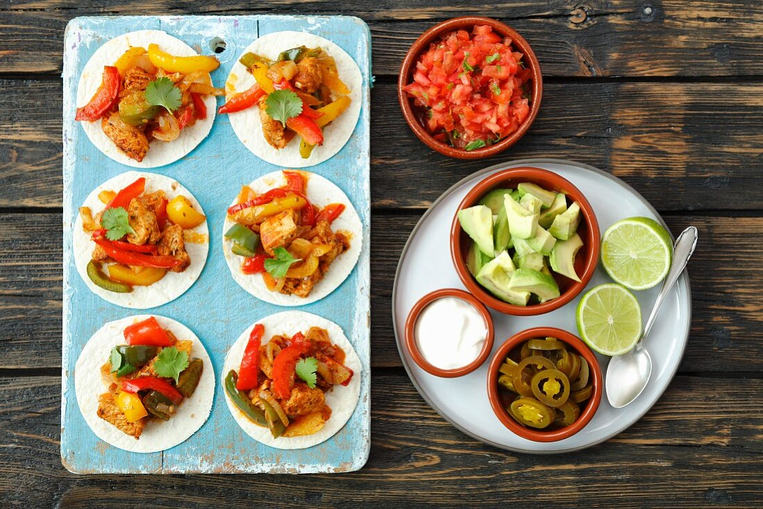 Mini fajitas with chicken, pepper and tomato salsa
