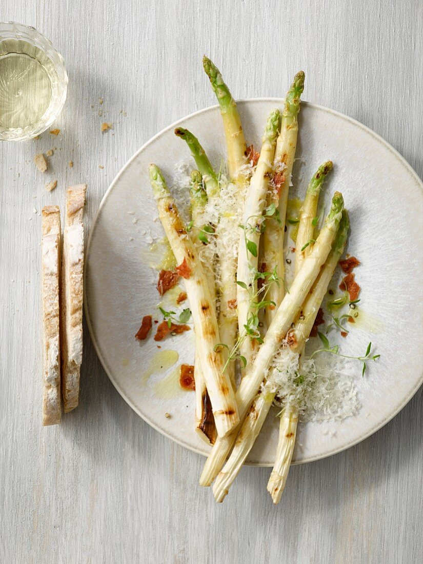 Grilled white asparagus with parmesan