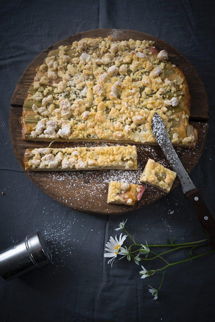 Rhubarb streusel cake (vegan)