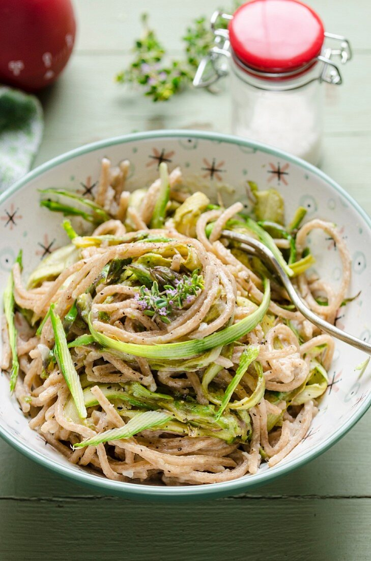 Spelt spaghetti with asparagus strips and thyme