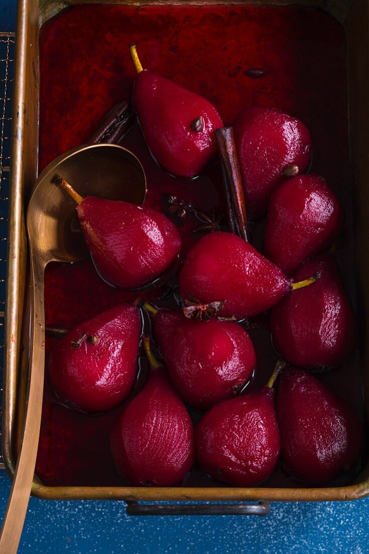 Pears in wine with spices