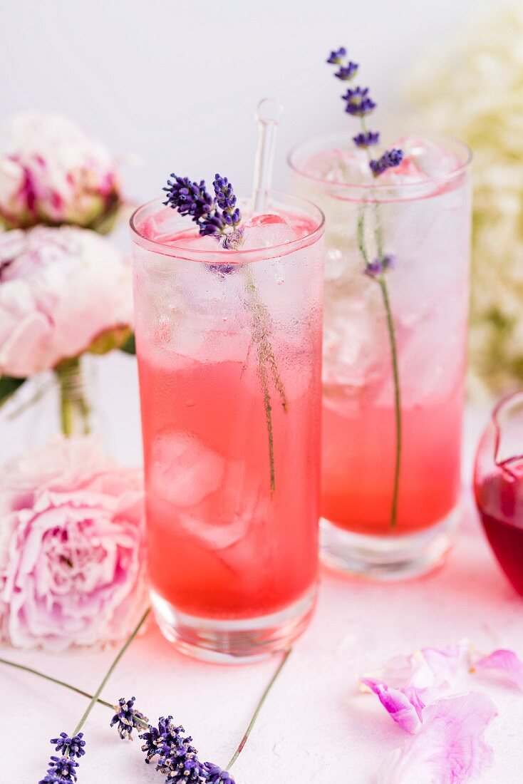 Gin and tonic with blackberry syrup and lavender blossoms