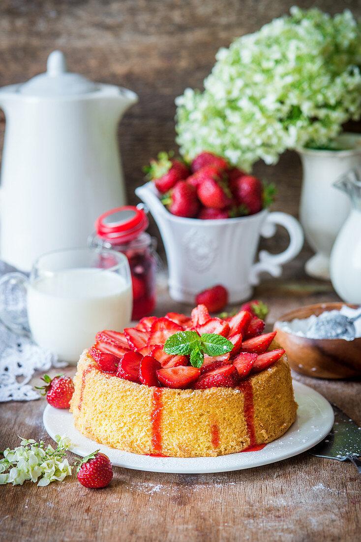 Sponge cake with strawberries and semolina