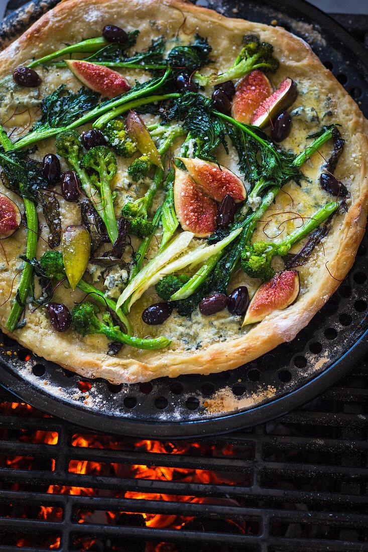 Fig, mizuna, and broccoli pizza