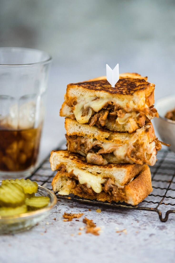 Grilled sandwiches with pulled pork and cheese