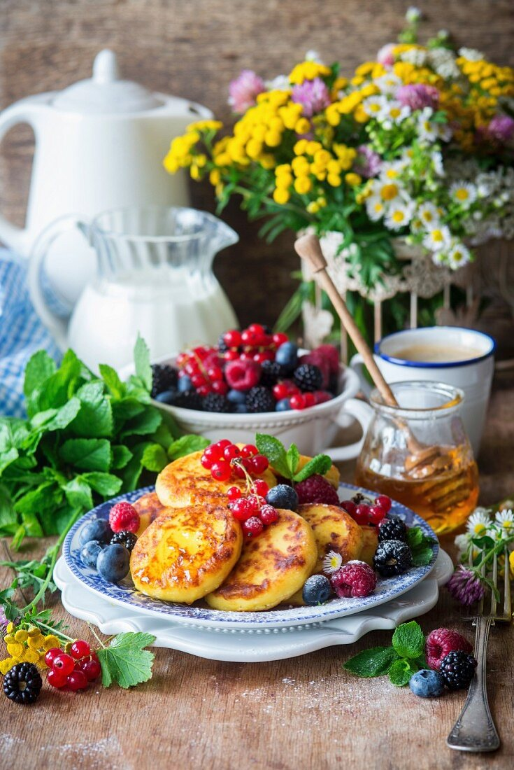Sirniki (cottage cheese fritters, Russia)
